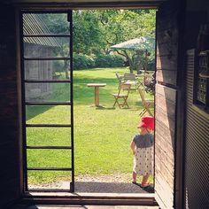 Skulpturfabriken, Boge, Gotland – Gotlandstips.se  #gotland #gotlandstips #sweden #doors #barn #café #garden