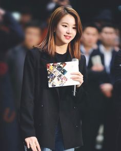 One of my fav photos of Chaeng I miss her long hair so much TT #chaeyoung#twice