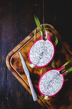 Dragon fruit by Thai Thu on Drachenfrucht 3 … von Thai Thu auf New Fruit, Fruit Art, Fruit And Veg, Fruits And Veggies, Fresh Fruit, Mixed Fruit, Dragon Fruit Smoothie, Fruit Smoothies, Exotic Fruit