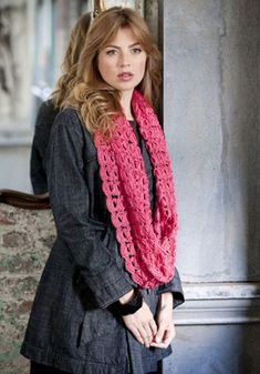 romantic infinity scarf :: free crochet pattern in broomstitch ::  FineCraftGuild.com