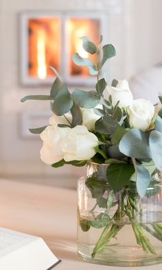 38 Super Ideas For Wedding Centerpieces Roses White Vases Wedding Flower Arrangements, Floral Arrangements, Wedding Flowers, White Roses Wedding, Bouquet Wedding, Rose Bouquet, Bridal Shower Decorations, Wedding Decorations, White Flowers