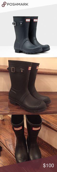 Hunter Original Short Rain Boots Great condition short navy hunter boots, no scratches or blemishes Hunter Boots Shoes Winter & Rain Boots