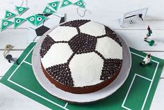 Soccer cake recipe DELICIOUS - Our popular soccer cake recipe and over other free recipes LECKER. Dark Chocolate Chips, Chocolate Cake, Soccer Cake, Soccer Cupcakes, Christmas Pops, Zucchini Cake, Savoury Cake, Clean Eating Snacks, Free Food