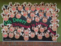 Oh Deer, Christmas is almost here bulletin board! {and LOTS of other great Christmas ideas for lower December Bulletin Boards, Kindergarten Bulletin Boards, Christmas Bulletin Boards, Winter Bulletin Boards, Kindergarten Activities, Christmas Bulliten Board Ideas, Christmas Decorations For Classroom, Christmas Board Decoration, Reindeer Bulletin Boards