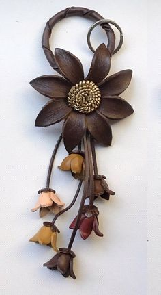 Ellen's keychain and/or purse charm in assorted colors Ellen's keychain and/or purse charm in assorted colors Leather Jewelry Making, Leather Necklace, Sewing Leather, Leather Craft, Emoji Craft, Accessoires Divers, Plastic Bottle Flowers, Leather Workshop, Burlap Crafts