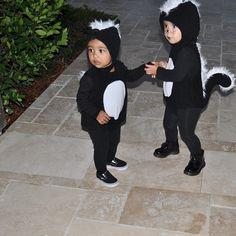 North West et sa cousine Penelope déguisées en putois le 31 octobre 2014