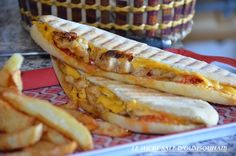 home-made chicken panini, crispy chicken panini recipe, easy-care extra-smooth panini with chicken curry and cheddar - Panini Recipes, Burger Recipes, Snack Recipes, Panini Sandwiches, Wrap Sandwiches, Chicken Panini, Cheddar, International Recipes, Street Food