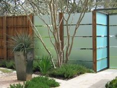 Amazing Modern fence panels,Garden fence 6 x 6 and Modern fence design. Landscaping Austin, Modern Landscaping, Landscaping Ideas, Privacy Landscaping, Modern Backyard, Outdoor Privacy, Privacy Fences, Privacy Screens, Privacy Glass