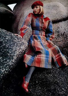 Model wearing a plaid coat dress by Cacharel 60s And 70s Fashion, Seventies Fashion, Look Fashion, Fashion Photo, Retro Fashion, Vintage Fashion, Fashion Design, Plaid Fashion, Vintage Outfits