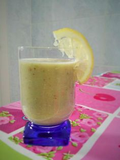 Frullato avocado e frutta mista