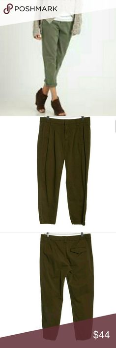 Vince cropped pleated pants Ever fashionable and stylish cropped pants in neutral olive green color.  Perfect for office or weekend.  In excellent condition. 8126 Vince Pants Ankle & Cropped