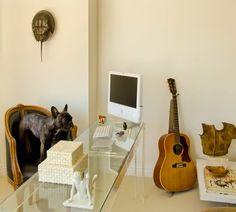 Nice tidy office...needs a nice piece of equestrian art!