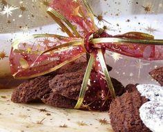 Tieto krehké koláčiky sú naše obľúbené a recept mám od svokričky. A kedže ich veľmi ľúbi môj manžel, tak ich robievam každé Vianoce. Viem, že každý má ten svoj recept osvedčený, ale pre inšpiráciu ponúkam recept aj Vám ;-)