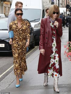 Victoria Beckham Outfits, Victoria Beckham Style, Celebrity Outfits, Celebrity Style, Streetwear, Victoria Fashion, Look Retro, Anna Wintour, Chic Outfits
