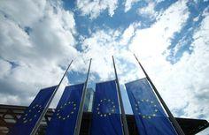 مؤشر: نمو نشاط المصانع في منطقة اليورو قرب أعلى مستوياته في 3 سنوات بأكتوبر -  Reuters. مؤشر: نمو نشاط المصانع في منطقة اليورو قرب أعلى مستوياته في 3 سنوات بأكتوبر لندن (رويترز)  أظهر مسح يوم الأربعاء أن نشاط قطاع الصناعات التحويلية بمنطقة اليورو زاد بأسرع وتيرة في نحو ثلاث سنوات الشهر الماضي وأن الضغوط التضخمية تعطي مؤشرات جديدة على التعافي. وستحظى تلك القراءة بترحيب من صناع السياسات في البنك المركزي الأوروبي الذين سعوا لرفع النمو والتضخم بعد سنوات من إتباع سياسة نقدية فائقة التيسير…