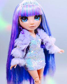 Cartoon Girl Images, Cute Cartoon Girl, Lol Dolls, Barbie Dolls, Dc Superhero Girls Dolls, Night Vibes, Rainbow Fashion, Bullet Journal School, Pretty Dolls