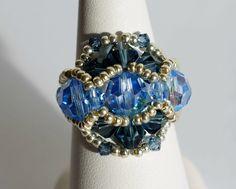 Bague bleue r�alis�e en perles de cristal