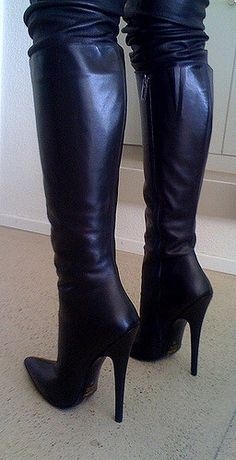 Here we find 54 best suitable women's long boots for winter that are unique and very fashionable. These are the best long boots for ladies and girls. Thigh High Boots, High Heel Boots, Knee Boots, Heeled Boots, Bootie Boots, Stylish Boots, Sexy Boots, Cool Boots, Ladies Long Boots