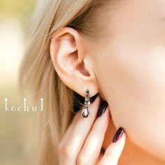 Казкові сережки зі срібла у формі ельфійської квітки (чорні перлини)