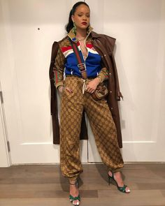Rihanna steps outs is Gucci tracksuit and accessories. Get her look below: Gucci Large Vintage Logo-Print Track Pants GUCCI Allie floral-print leather sandals Fashion Models, Look Fashion, Fashion News, High Fashion, Womens Fashion, Fashion Trends, Fashion Inspiration, Fashion Articles, Fashion Design