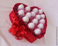 Букеты ручной работы. Ярмарка Мастеров - ручная работа В НАЛИЧИИ Букет из конфет Сердце из киндер-сюпризов. Handmade.