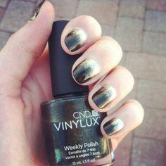 Glitter Fade Manicure | CND Vinylux Weekly Polish