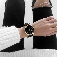 Dress black gold minimal classic new Ideas Minimal Classic, Minimal Chic, Minimal Fashion, Minimal Design, How To Have Style, Style Me, Bling Bling, Inspiration Mode, Fashion Beauty
