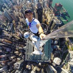 This post contains the most Amzing mind-blowing selfies of city climbers. These selfies besides being extremely beautiful, they are extremely original too. G Photos, Cool Photos, Famous Photos, Unbelievable Pictures, Scary Places, Strange Places, Selfies, Photos Voyages, Scenic Photography