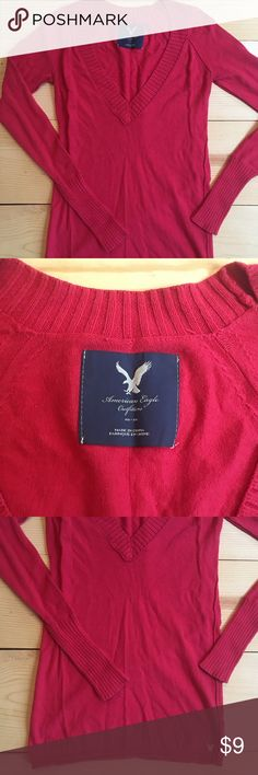 🛍GREAT CONDITION! AEO V neck sweater. GREAT CONDITION! AEO V neck sweater. Slim cut. American Eagle Outfitters Sweaters V-Necks