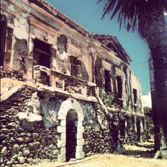 ότι σώζεται από τις παλιές εγκαταστάσεις το Διοικητήριο της εταιρείας «Σέριφος Σπηλιαζέζα»