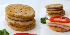 SUNN BAKST: Linda Stuhaug har laget polarbrød som både er sunne og gode. Følg… Pancakes, Healthy Recipes, Healthy Food, Food And Drink, Diet, Snacks, Cookies, Baking, Breakfast