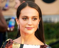 Alicia Vikander's Metallic Smoky Eye