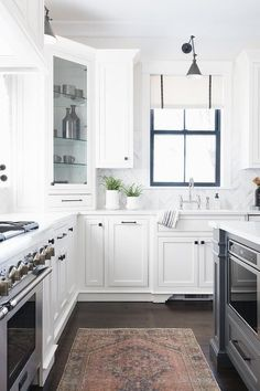 Genial White Shaker Kitchen Cabinets Donning Oil Rubbed Bronze Hardware And White  Quartz Countertop Wrap Around To A Sink Paired With A Polished Nickel Gou2026
