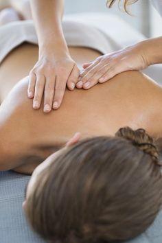 First Massage Treatment Tips Massage Tips, Massage Benefits, Massage Therapy, Massage Body, Acupuncture, Massage Funny, Massage Images, Massage Pressure Points, Massage Treatment