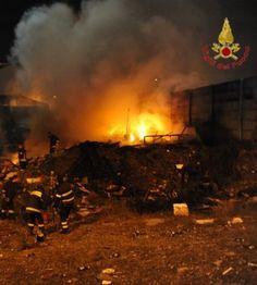 Incendio di baracche e rifiuti a Catania - http://www.lavika.it/2014/01/incendio-di-baracche-e-rifiuti-a-catania/