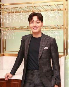 Hotel del Luna Jin Goo, Korean Actors, Korean Fashion, Suit Jacket, Breast, Blazer, Suits, Dramas, Amazing