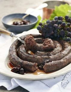 Boerewors – from the history books to your braai – La Motte Wine Estate Homemade Sausage Recipes, Meat Recipes, Recipies, South African Recipes, Africa Recipes, Sausage Seasoning, Biltong, Dehydrated Food, Special Recipes