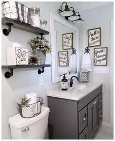 Trendy bathroom lighting over mirror makeover master bath ideas Farmhouse Bathroom, Bathroom Inspiration, Farmhouse Bathroom Organizers, Bathroom Organization, Bathroom Wall Decor, Amazing Bathrooms, Trendy Bathroom, Chic Bathrooms, Shabby Chic Bathroom