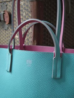 Close-up of the two-toned Moynat Cabas Quattro in turquoise and pink leather f6fb6a1f6cee3