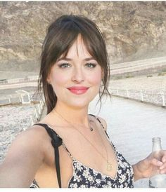 5 Easy Long Bangs Hairstyles for you in 2019 : Have A Look! If you are looking for beautiful bangs hairstyles for your long hair then, you should go with our provided collection of 5 Easy Long Bangs Hairstyles. So, why late then? hurry up and grab all yo Bangs For Round Face, Short Hair With Bangs, Long Bangs, Messy Bangs, Fringes For Round Faces, Round Face Haircuts Medium, Round Face Fringe, Bangs Sideswept, Straight Bangs