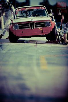 Une #BMW #2002, ça fait toujours sont petit effet... :)
