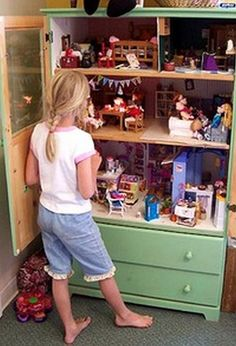 Turn An Old Dresser Into A Doll House  http://www.goodshomedesign.com/turn-an-old-dresser-into-a-doll-house/