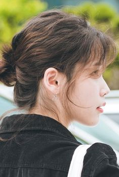 IU 180529 YooHeeYeol Sketchbook Recording Beautiful Voice, Most Beautiful, Composition Design, Makeup Tattoos, Evening Primrose, Queen, Korean Actresses, Hair And Nails, Beauty Women
