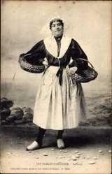 Postcard Les Sables d'Olonne, Sablaise, Frau in Tracht, Körbe