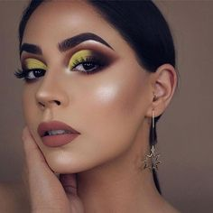 Read about best eye makeup techniques Eye Makeup Art, Full Face Makeup, Smokey Eye Makeup, Makeup Inspo, Makeup Inspiration, Makeup Tips, Makeup Ideas, Makeup Trends, Eyeshadow Looks