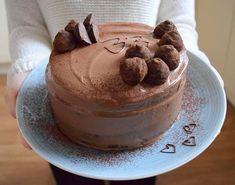 můj milovaný muž má dnes narozeniny 🎂 konečně je zase na pár měsíců stejně mladý jako já 😄😄 Všechno nejlepší! 😘 #homemade #birthdaycake #birthdayboy #instabake #chocolate #cake #chocolateganache #chocolatecake #cakestagram #cokoladovydort #peceni #bakingmom #homebaker #homebaked #foodie #foodlover #foodphoto #czech #czechrepublic #avecplaisircz