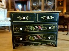 DOLLHOUSE MINIATURE FORMER IGMA ARTISAN  SIGNED HILLHOUSE CHEST OF DRAWERS