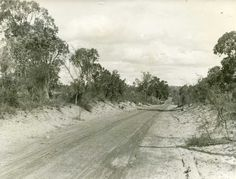 Photo Acc 82 - Canning Hwy (Fremantle Rd) from South Tce to Towards Causeway c.1910.  Courtesy of City of South Perth Local History Photograph Collection.