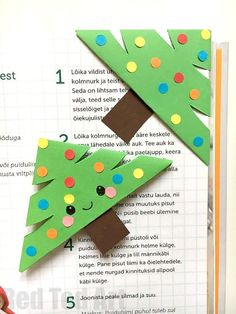 Girl Scout Christmas Craft Idea - Adorable little Paper Christmas Tree Bookmark Design. What happy Christmas Reading! We love DIY Bookmarks and here is a great of Christmas designs! Cute Christmas Tree, Christmas Crafts For Kids, Christmas Activities, Simple Christmas, Craft Activities, Holiday Crafts, Christmas Design, Christmas Presents, Handmade Christmas