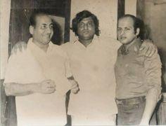 #MohammedRafi, #AzizNaza and #RajeshRoshan at the recording of the song Badi Door Se Chal Kar Aaye Hain from the movie 'Jay-vejay' (1977). #Bollywoodirect #bollywood #music #legends